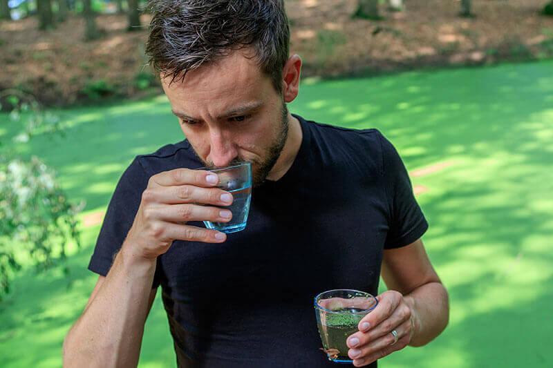 Gefilterd slootwater ruiken