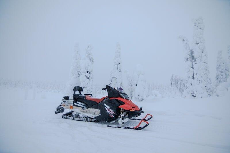 Sneeuwscooter tocht Fins Lapland